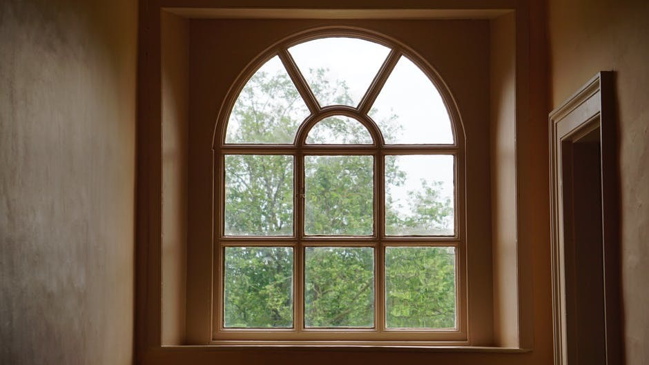 Factors to Consider When Selecting Window Repair Services